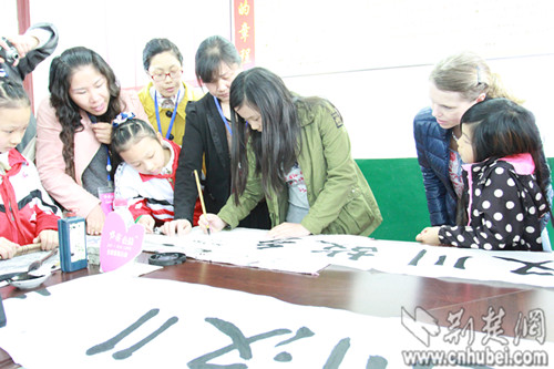 7名瑞典收养中国儿童回汉川寻根